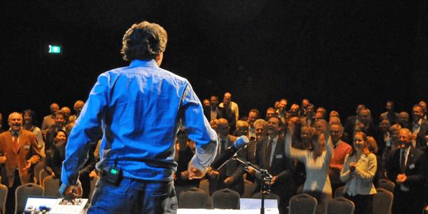 Coen Jutte voor een groot publiek - motivational speaker